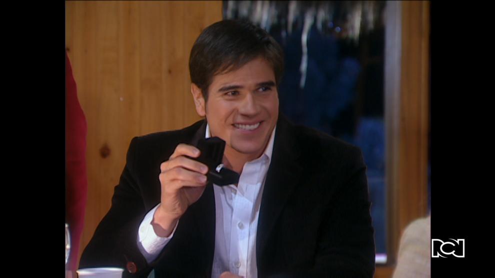 Santiago le propone matrimonio a Pilar