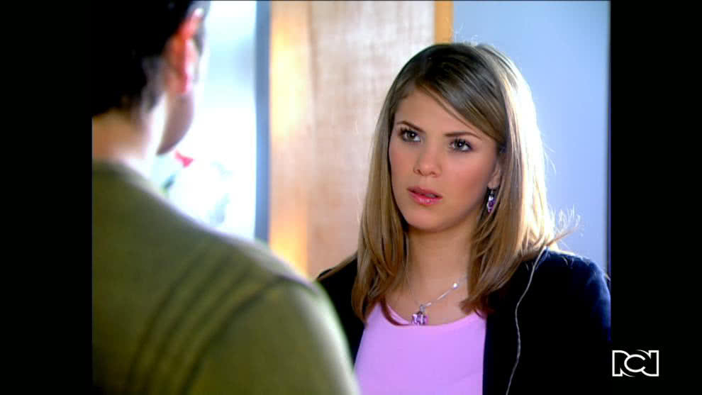 Pilar le deja claro a Santiago que está enamorada de Leonardo