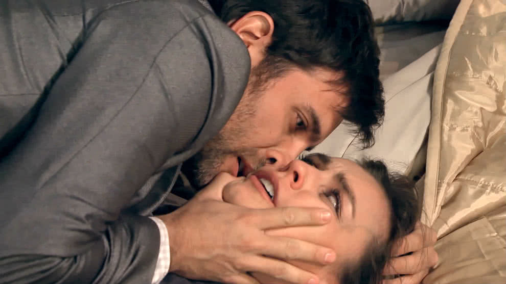 Osvaldo intenta abusar de Luisa | Manual Para Ser Feliz
