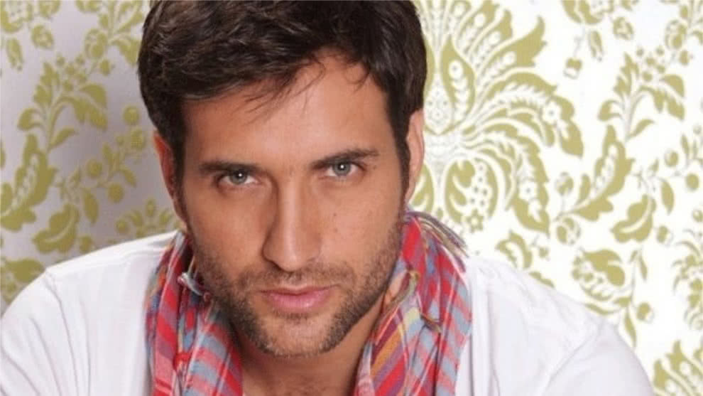 Un jefe escalofriante, Andrés Suarez interpreta a Osvaldo Mayorca en Manual para ser feliz