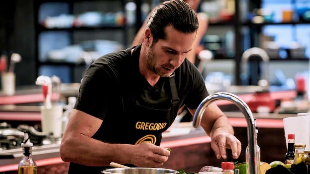 MasterChef Celebrity: Las mejores fotos del guapo Gregorio Pernía cocinando en eliminación