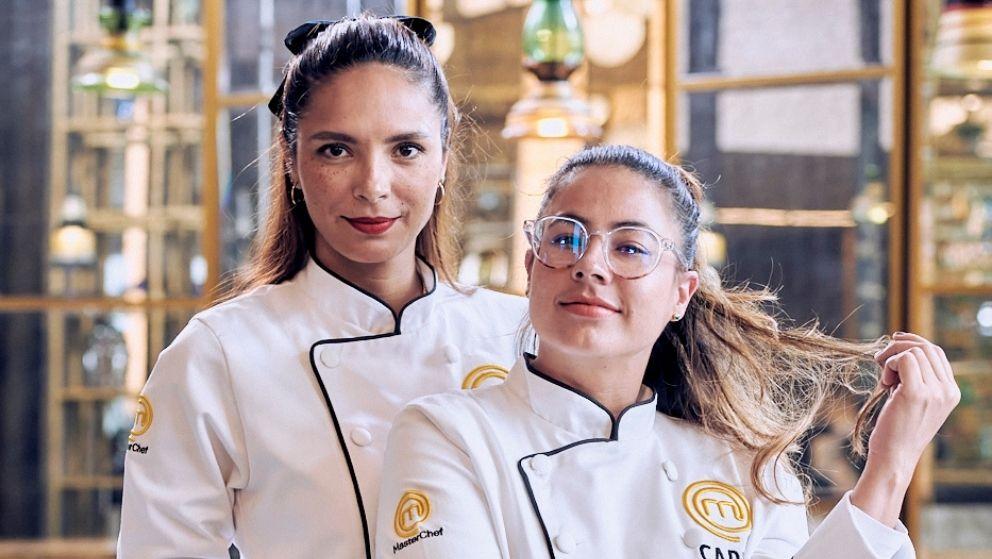 Viña Machado y Carla Giraldo vistiendo elegantes filipinas