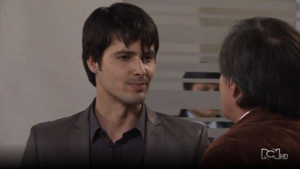 Carlos pide perdón a su padre por haberlo negado