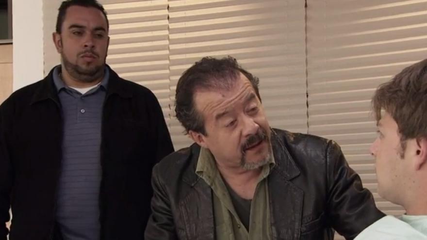 Don Roque llega al hospital y amenaza de muerte a Rodrigo sino paga lo que le debe