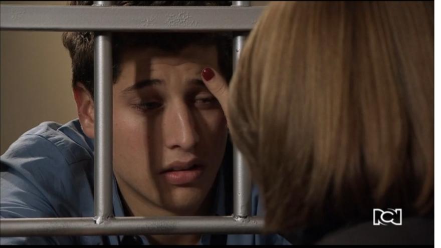 Camilo recibe una ayuda de Sara
