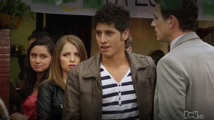 Camilo trata mal a Sara