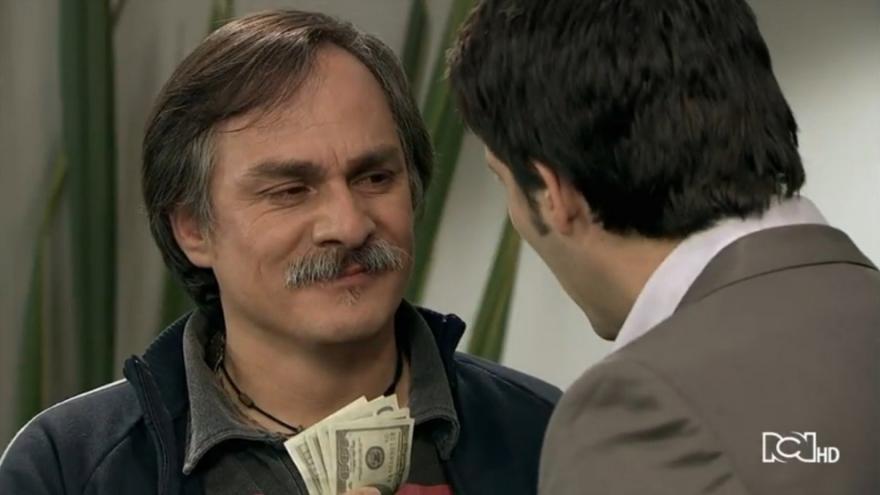 Carlos rechaza a su papa