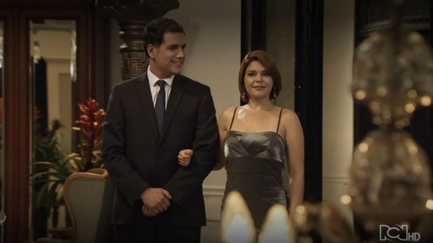 Sara conoce a Eduardo