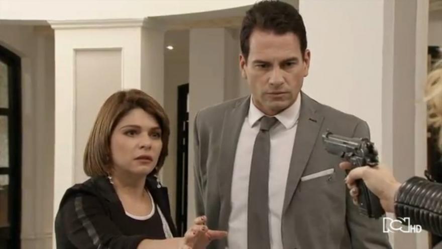 Silvia intenta matar a Sara