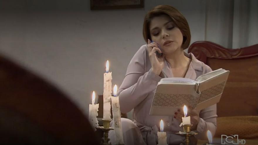 Sara descubre el diario de Patricia