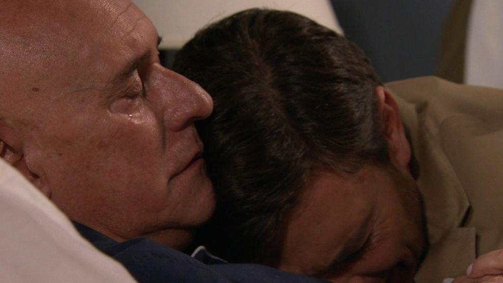Antonio muere en los brazos de Felipe