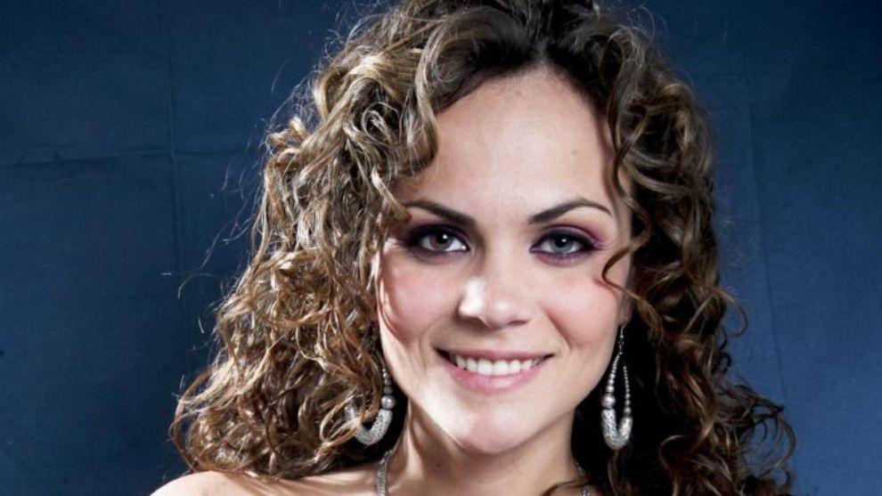 Laura Carmine, ella sumió el reto de interpretar a dos mujeres diferentes.