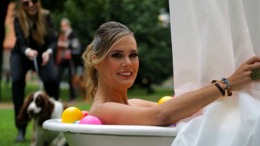 Eva en la bañera