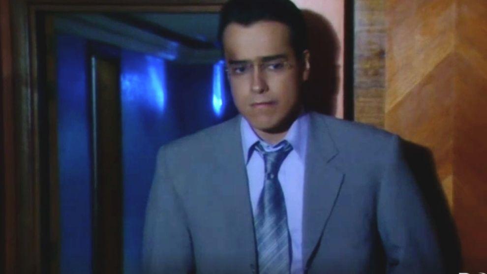 Armando busca a Betty y le hace una gran confesión