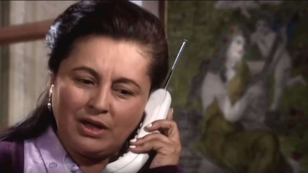 Julia le reclama a Armando por lo que le hizo a Betty