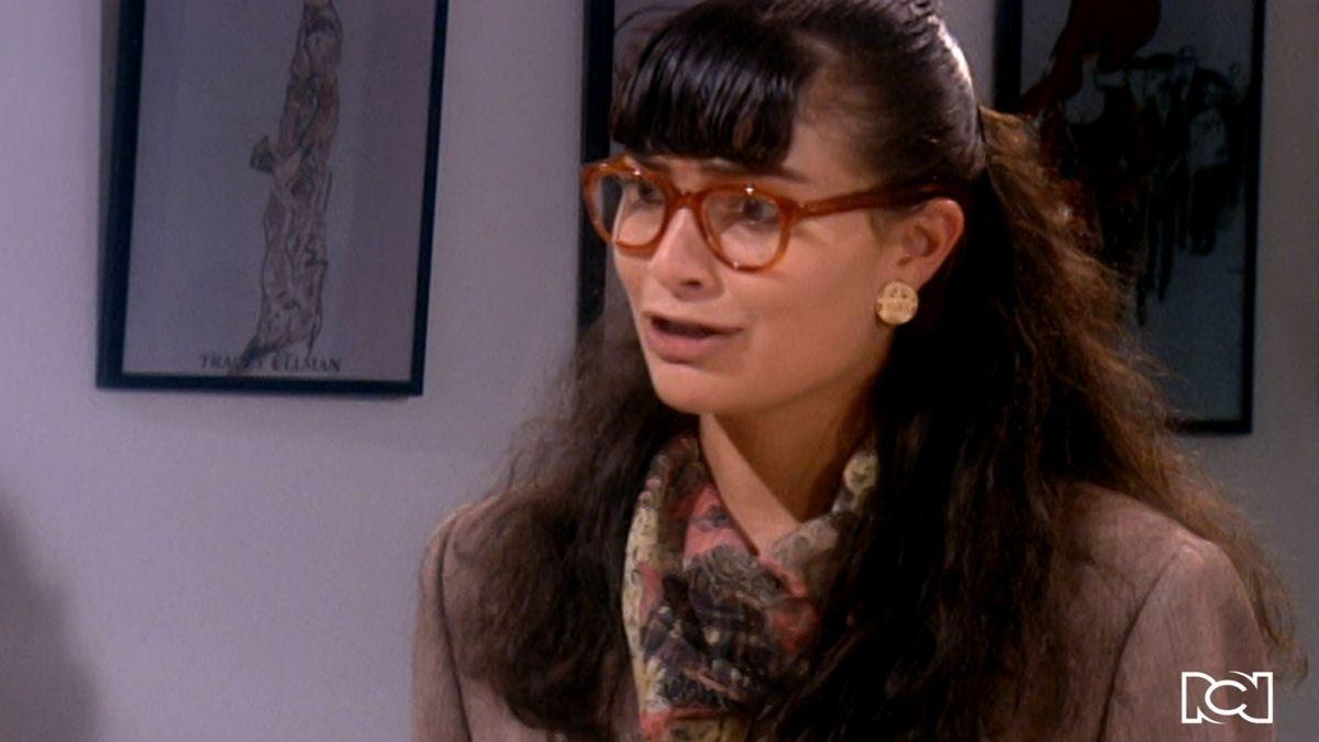 Betty da la cara por Armando en una reunión