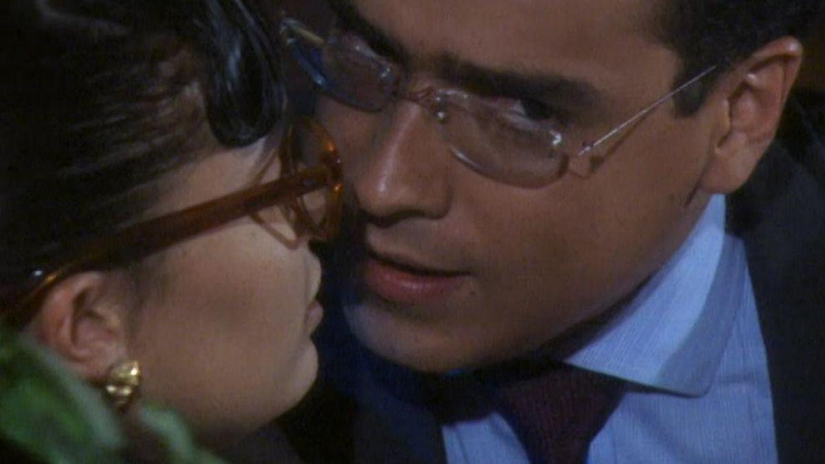 Armando besa a Betty