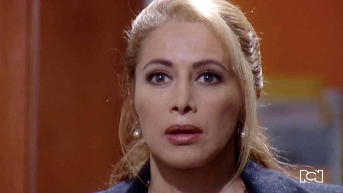 Catalina descubre a Betty y a Armando besándose