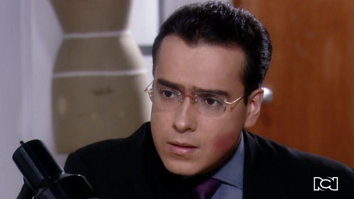 Armando le confiesa a Betty que hará publico su amor por ella
