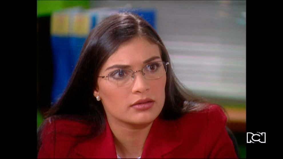 Berta le cuenta a Betty que el doctor Armando Mendoza termino su relación con Marcela