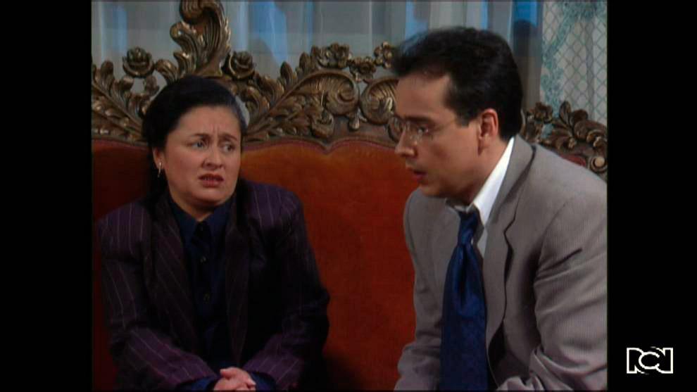 Armando le pide ayuda a Julia