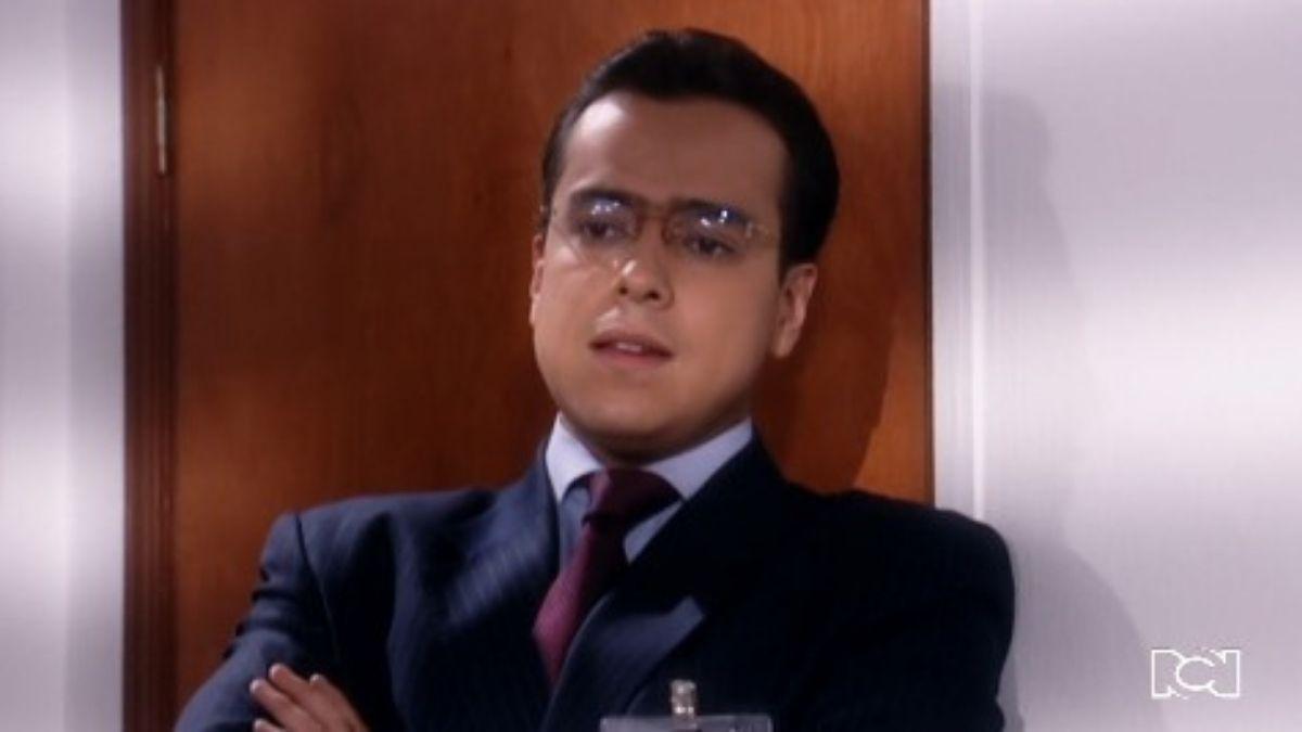 Armando sospecha de que Betty se está vengando de él