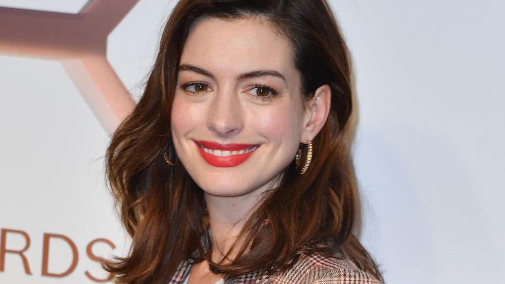 anne-hathaway-alcohol-afp-
