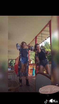 Carmen Villalobos y Mabel Moreno bailan en ajustado short y cautivan