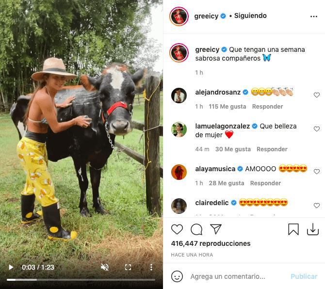 Bañando a una vaca, así se mostró Greeicy Rendón con atractivo sostén