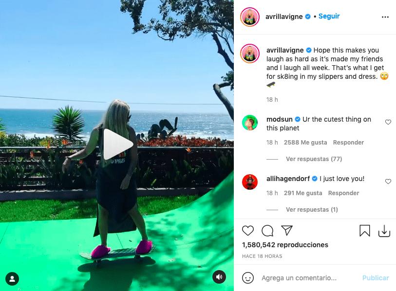 Avril Lavigne sufre accidente montando tabla y queda registrado en video
