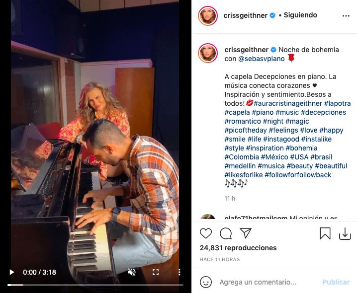 Aura Cristina Geithner enamora cantando acompañada del piano