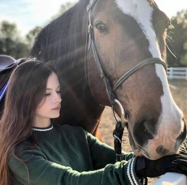 Así luce Mackenzie Foy, actriz que dio vida a Renesmee en 'Crepúsculo'