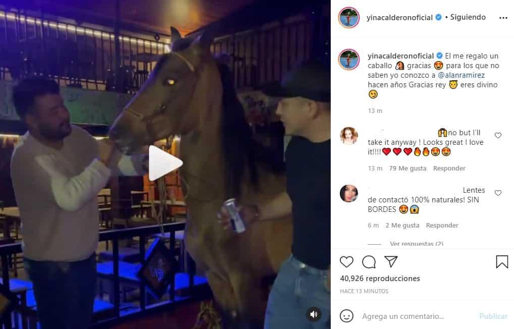 alan ramirez le regala un caballo a yina calderon