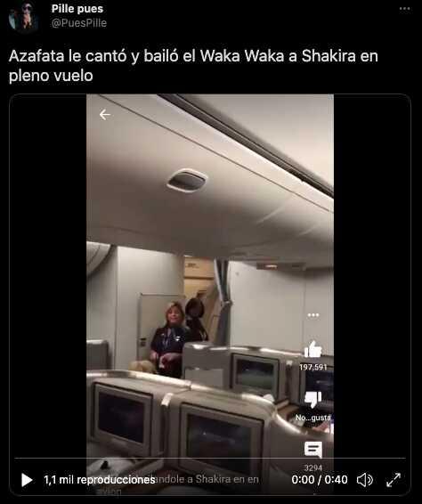 Reviven video donde Shakira es sorprendida por una azafata que baila y canta 'Waka Waka'