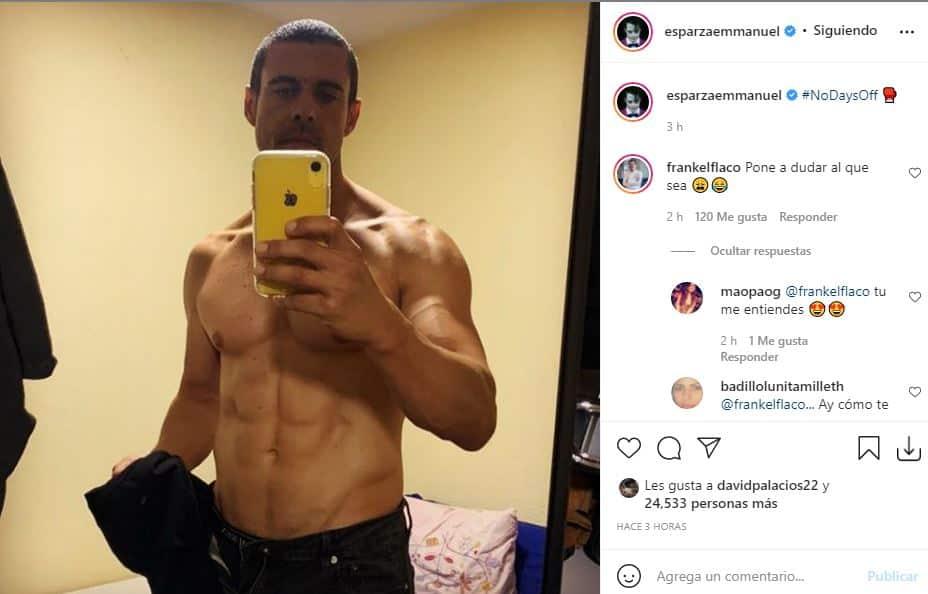 Emmanuel Esparza sin camisa