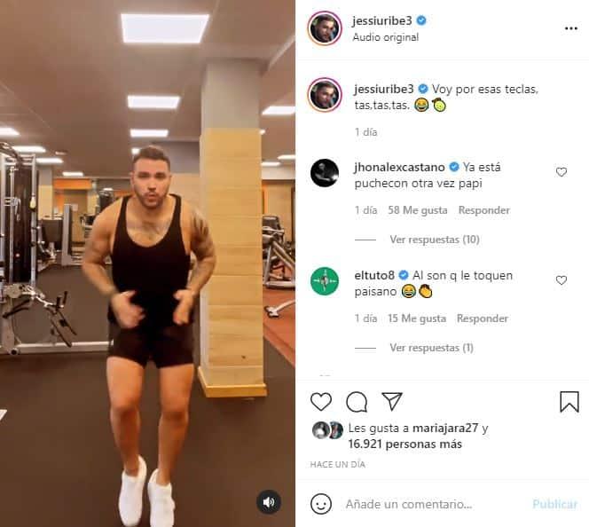 Jessi Uribe publicó video ejercitándose y su pecho se robó la atención