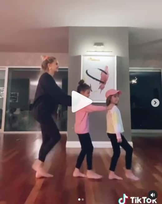 esposa de falcao bailando con sus hijas