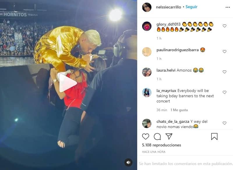 maluma besa a fan en concierto