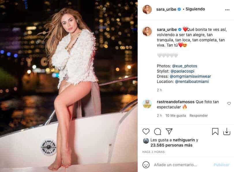 Sara Uribe presumió sus largas piernas con poca ropa y en un yate