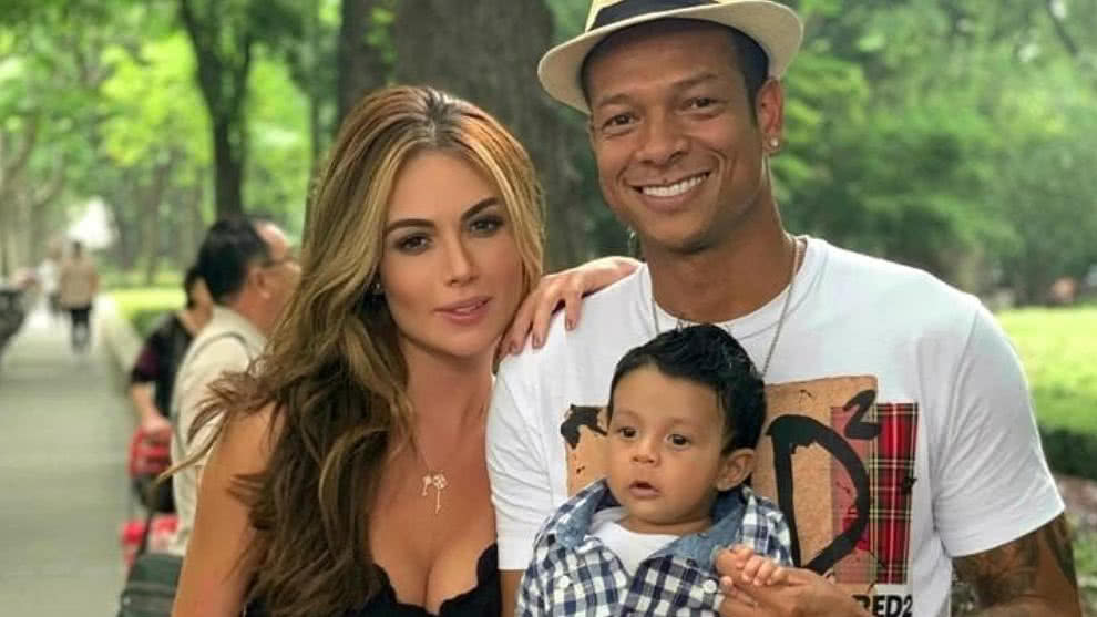 sara-uribe-fredy-guarin-hijo-bebe-jacobo-balon-futbol-video-instagram